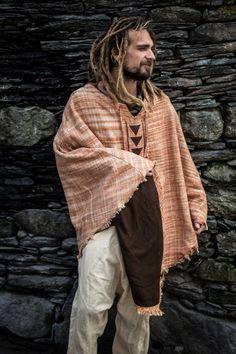 Sewing Men Clothes Tribal Poncho from Khadi Cotton . Sewing Men, Sewing Clothes, Men Clothes, Khadi, Moda Hippie, Boho Fashion, Mens Fashion, Fashion Tips, Hippie Outfits