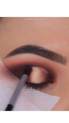 A rule that you should be careful not only for your bridal makeup, but for all your life: Make-up according to your eye and skin color! Makeup Eye Looks, Eye Makeup Tips, Makeup For Brown Eyes, Love Makeup, Beauty Makeup, Black Hair Makeup, Makeup Trends, Makeup Products, Eyeshadow Tips