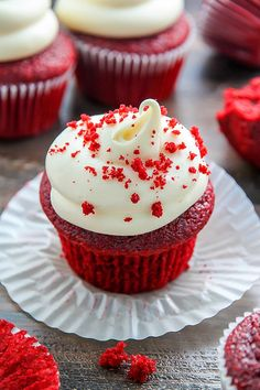 PERFECT red velvet cupcakes have a soft crumb, moist texture, hint of chocolate, and a gorgeous bright red color. Then they're topped with tangy cream cheese frosting for the best red velvet cupcake recipe. Cupcakes Red Velvet, Cupcakes Fall, Cupcake Recipes, Baking Recipes, Dessert Recipes, Cupcake Ideas, Gourmet Cupcakes, Dinner Recipes, Food Cakes