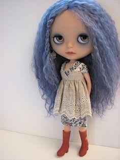 Blythe with long blue hair