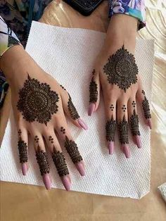 Pin For Trend Presented Backhand Henna Designs You Must Love To Try - Henna Designs 2019 (Best Mehandi Designs Images Collection) Tribal Henna Designs, Mehndi Designs Front Hand, Pretty Henna Designs, Finger Henna Designs, Mehndi Designs For Beginners, Mehndi Designs For Girls, Mehndi Design Photos, Mehndi Designs For Fingers, Dulhan Mehndi Designs