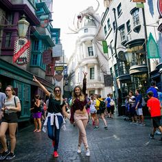 """Sobre a magia desse lugar !!  foto : @fernandoferrazjr"" Park Pictures, Vacation Pictures, Disney Pictures, Cool Pictures, Tumblr Bff, Ft Tumblr, Orlando Florida, Broken Pictures, Senior Trip"