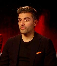 """""""Oscar, what makes your character so cool and so sexy?"""" #starwars #OscarIsaac #poedameron"""
