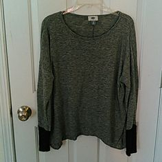 Old Navy Gray Slub Knit Sweater Size XL Cute and comfortable gray slub knit sweater. Lightweight and slightly sheer. EUC. Old Navy Sweaters Crew & Scoop Necks