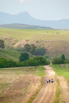 Die suidelike Drakensberg is heeltemal anders as die noordelike gebergtes. Sonder die vakansieoorde en ver weg van enige nasionale paaie, is dit 'n landskap van oneindige hemele, enorme gebergtes en grondpaaie wat skynbaar nooit eindig.