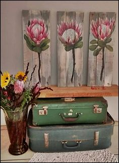 Recycle or re-use. Simple and easy. Stack a few old suitcases, pot of flowers and a wooden canvas (up-cycled pallet wood) with 3 stunning proteas. Cheers up a small space, entrance hall or corner in your cozy bedroom! Pallet Painting, Pallet Art, Painting On Wood, Pallet Wood, Protea Art, Protea Flower, Australian Native Flowers, Wooden Art, Art For Art Sake