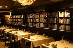 高級感のあるブックカフェ