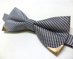 Houndstooth bow tie with gold metal tips