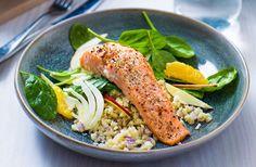 Krydderbakt laks med fresh fenikkelsalat og ristet blomkålris – Sunne oppskrifter fra Roede-kjøkkenet Tuna, Cobb Salad, Chicken, Atlantic Bluefin Tuna, Cubs