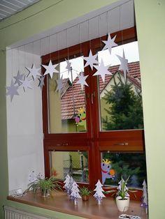 Bildergebnis für výzdoba oken v mš zima School Clubs, Christmas Decorations, Holiday Decor, Winter, Ladder Decor, Advent Calendar, Paper Crafts, Windows, Ideas