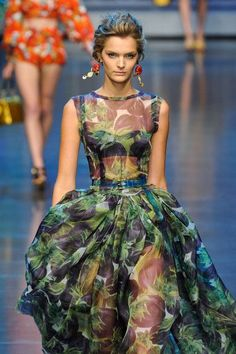 Dolce & Gabbana Spring 2012 - lingerie, bustier, sensuelle, classy, sets, agent provocateur lingerie *ad