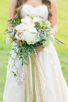 Sweet florals + ribbons | Photography: Rebecca Ellison Photography - www.rebeccaellisonphotography.com  Read More: http://www.stylemepretty.com/2015/06/23/country-chic-inspired-wedding-editorial/
