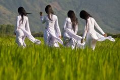 Ao dai Vietnam - Vietnam beautiful Girls - Ao dai The is a Vietnamese national costume.