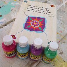 Hoje terminei mais um quadrinho de oração com mandala! Amo tudo isso! As cores? Tudo da @truecolorstintas ! Usei tintas PVA foscas para artesanato pincel zero e finalizei com verniz acrílico brilhante! Amanhã colocarei na loja virtual mas pode falar comigo inbox se tiver interesse!  #alemdaruaatelier #alemdarua #verokraemer #truecolorstintas #pintura #teladecorativa #mandala