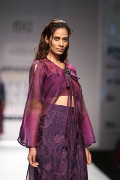 Designer Shruti Sancheti showcased her latest collection at Amazon India Fashion Week Autumn/Winter 2016. The collection consisted of dresses, crop tops and jackets in elegant silhouettes. The strong...