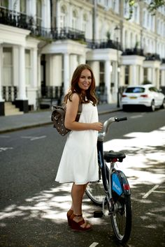 A Mulberry Morning with Tanya Burr and Jim Chapman with the Somerton Briefcase and Cara Delevingne Bag. Bike Style, Style Me, Jim And Tanya, Tanya Burr, Jenni Rivera, Duchess Kate, Grace Kelly, Woman Crush, Kate Middleton