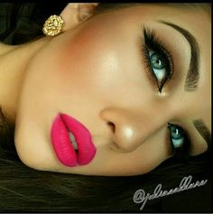 I'm on love with the lip color <3 ...Limecrime - Pink Velvet <3