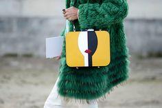 Street style Paris Fashion Week otono invierno 2014 เป็นการแต่งตัวของคนอายุ25-35ปี เป็นคนชนชั้นสูงhttp://www.pinterest.com/miriamvella/fashion-week/