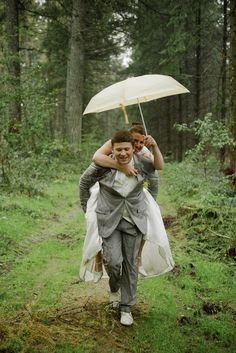 Photographe couple trash the dress forêt