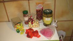 Box#28 Italie -> France - Olives fourrées au thon et anchois (stuffed olives with tuna and anchovies) - dragées au melon et au citron (lemon and watermelon flavoured sweets) - bonbons fondants gouts divers (random sweets) - croquant aux amandes (almonds biscuits) - piment de Calabre ( Calabra pepper )