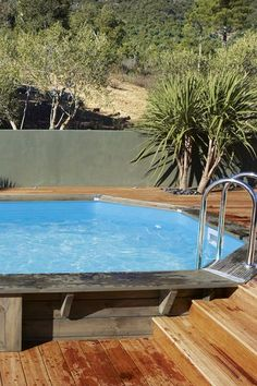 Une belle piscine hors sol avec terrasse - 15 piscines hors sol qu'on aime - CôtéMaison.fr