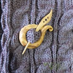 Купить Брошь-фибула из дерева для трикотажа - брошь из дерева, деревянная брошь, брошь на шарф, застежка