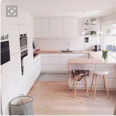 32 Popular Scandinavian Kitchen Decor Ideas You Should Try - Born in the coldest areas, the Scandinavian style includes pieces of furniture made of pine, serious lines and tones inspired from fjords. Source by jonathanwrick Kitchen Scandinavian Kitchen, Scandinavian Interior Design, Interior Design Kitchen, Scandinavian Style, Kitchen Designs, Minimalist Scandinavian, Room Interior, New Kitchen, Decorating Kitchen