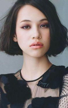 Japanese model and actress Kiko Mizuhara wears a chin-length hair with strands…