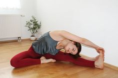 Inspect over right here quick yoga workout Physical Fitness, Yoga Fitness, Fitness Tips, Health Fitness, Squat Challenge, Stretching Exercises, Stretches, 30 Tag, Stretch Routine