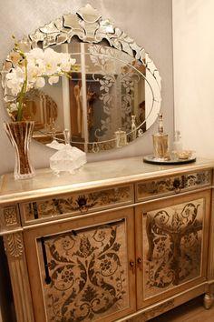 Cômoda com espelhos