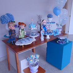 Festa Frozen: passo a passo e 85 ideias encantadoras Frozen Theme Party, Frozen Birthday Party, Birthday Parties, Festa Toy Story, Party Activities, Birthday Decorations, Party Planning, Snow Globes, Party Favors