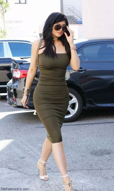 Kylie Jenner street style with Sorella olive green dress (June Kylie Jenner Outfits, Kylie Jenner Blog, Kylie Jenner Sunglasses, Trajes Kylie Jenner, Estilo Kylie Jenner, Kyle Jenner, Kendall And Kylie Jenner, Celebrity Summer Style, Kardashian Style