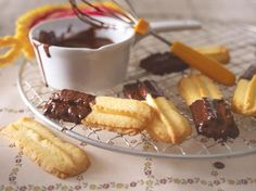 Spritzgebäck mit Schokolade German Christmas Cookies, Xmas Cookies, Christmas Kitchen, Christmas Baking, Shortbread Recipes, Cakes And More, Bakery, Food And Drink, Foodies