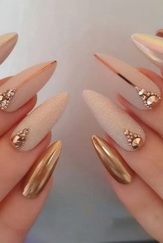 Xo Nail Design Best and Easy Nail Art Designs & Ideas for Beginners: This is easy to do and looks elegant and straightforward too. 20 FreeHand Nail art Design Ideas: Picture Credit Source by carinakungel - Fancy Nails, Gold Nails, Cute Nails, Pretty Nails, My Nails, Blush Nails, Cute Acrylic Nails, Acrylic Nail Designs, Nail Art Designs