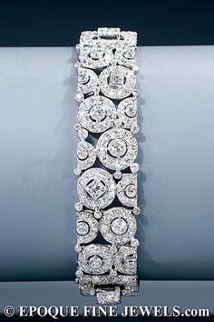 Diamond Bracelets, Cuffs & Bangles : CARTIER A Art Deco magnífico brazalete de diamantes de un inusual diseño geom. - Buy Me Diamond Cartier Jewelry, Antique Jewelry, Jewelery, Vintage Jewelry, Cartier Bracelet, Diamond Bracelets, Diamond Jewelry, Jewelry Bracelets, Bracelet Set