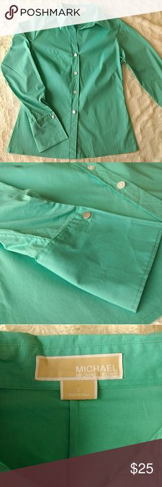 🎆Host Pick!🎆 Michael Kors Button Down Michael Kors button-down turquoise shirt in excellent condition! That's what look fabulous on whoever wears it! Great for office wear! Length is 24 in and pit to pit measurement is 18 in. Thanks for shopping my closet! Michael Kors Tops Button Down Shirts