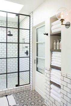Fürdőszoba kialakításánál nagy népszerűségnek örvend az épített zuhanyzó, egyre többen választják ezt a megoldást, amely különleges megjelenést...