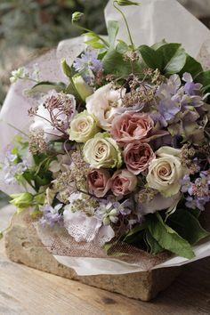 Beautiful Bouquet Of Flowers, Beautiful Flower Arrangements, Purple Flowers, Spring Flowers, Floral Arrangements, Beautiful Flowers, Flower Studio, Flower Art, Flower Vases