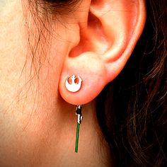Are you looking for Rebel Lightsaber Earrings? We have sorted out the best Star Wars gifts in the universe so that you don't need to go to galaxy far far away. Star Wars Ring, Star Wars Tattoo, Star Trek, Star Wars Jokes, Star Wars Facts, Star Wars Schmuck, Geeks, Star Wars Jewelry, Star Wars Wedding