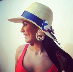 Sombrero y sandalia de playa Pal Mar. Aretes de Marttell s Republica  Dominicana. Beach a99537495e6