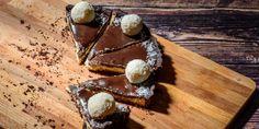 Το γλυκό ψυγείου με φρυγανιές, αποτελεί μια ελληνική αγαπημένη πατέντα. Μια λατρεμένη ελληνική συνταγή, με πολλές πολλές παραλλαγές. | GASTRONOMIE | iefimerida.gr | γλυκό, ΓΛΥΚΟ ΨΥΓΕΙΟΥ, συνταγή, υλικά Sweets, Cheese, Cooking, Easy, Desserts, Food, Fine Dining, Kitchen, Tailgate Desserts