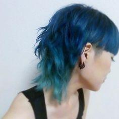 WEBSTA @ harapekoshimizu - また色いれたっぜ#manicpanic #bluehair #派手髪 #マニパニ
