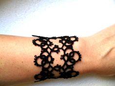 Bracelet noir en dentelle de frivolite, bracelet crochet, bracelet dentelle noire, bracelet fait mains : Bracelet par carmentatting