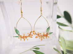 金木犀のフープピアス・イヤリング Resin Jewelry, Jewellery, Kanzashi Flowers, Resin Art, Designer Earrings, Creations, Crystals, How To Make, Crafts