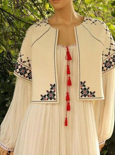 My Complex Style. Embroidery On Clothes, Embroidery Fashion, Embroidery Dress, Hijab Fashion, Boho Fashion, Fashion Dresses, Womens Fashion, Pakistani Dresses, Indian Dresses