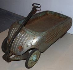 Skippy Deluxe Airflow Wagon Art Deco a rusty one Antique Toys, Vintage Toys, Toy Wagon, Pull Toy, Wagon Wheel, Pedal Cars, Art Deco Period, Art Deco Furniture, Old Toys