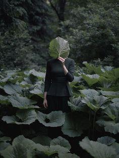 Ekaterina Grigorleva faceless portrait in nature Faceless Portrait, Female Portrait, Creative Photography, Nature Photography, Photography Backdrops, Photography Triangle, Photography Tattoos, Ethereal Photography, Fashion Photography