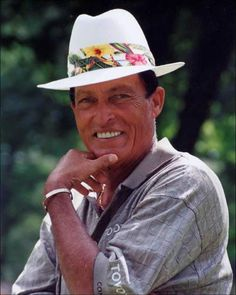 Chi Chi Rodriguez, this man knew how to have fun on the golf course. He was an entertainer AND a golfer! He understood that fans wanted to see more than another stuffy well dressed golfer playing another country club golf course.