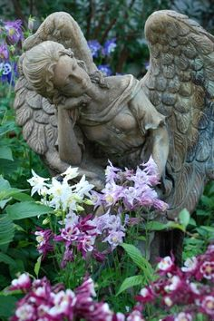 angel in the garden statue Dream Garden, Garden Art, Entertaining Angels, Cemetery Angels, Garden Angels, Fairies Garden, I Believe In Angels, Angels Among Us, Garden Statues