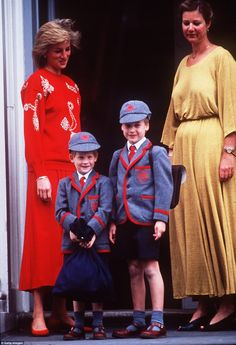 Pin for Later: See Prince William and Kate Middleton as Kids! In September Princess Diana took Prince William and Prince Harry to Wetherby School in London. It was Prince Harry's first day. Prince Harry Pictures, Photos Of Prince, Prince William Et Kate, Prince Charles, Prince Henry, Diana Williams, Childhood Photos, Isabel Ii, Diane